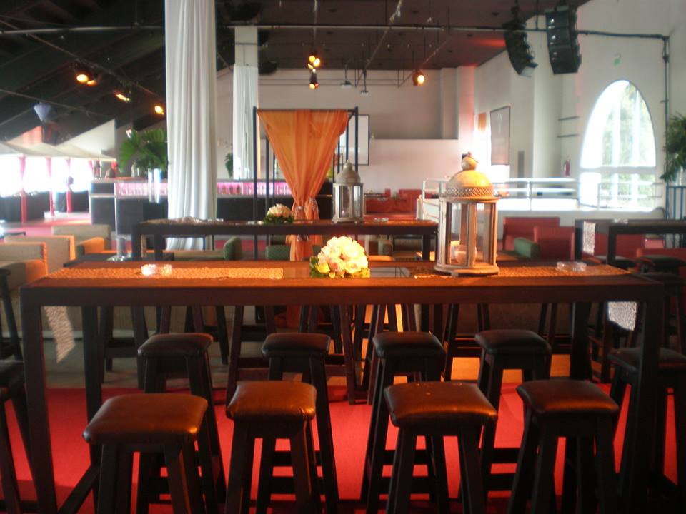 Alquiler de mesas alquiler de sillas for Sillas para eventos